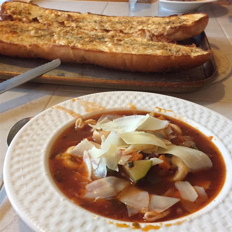 Ιταλική σούπα με τορτελίνια και λουκάνικα