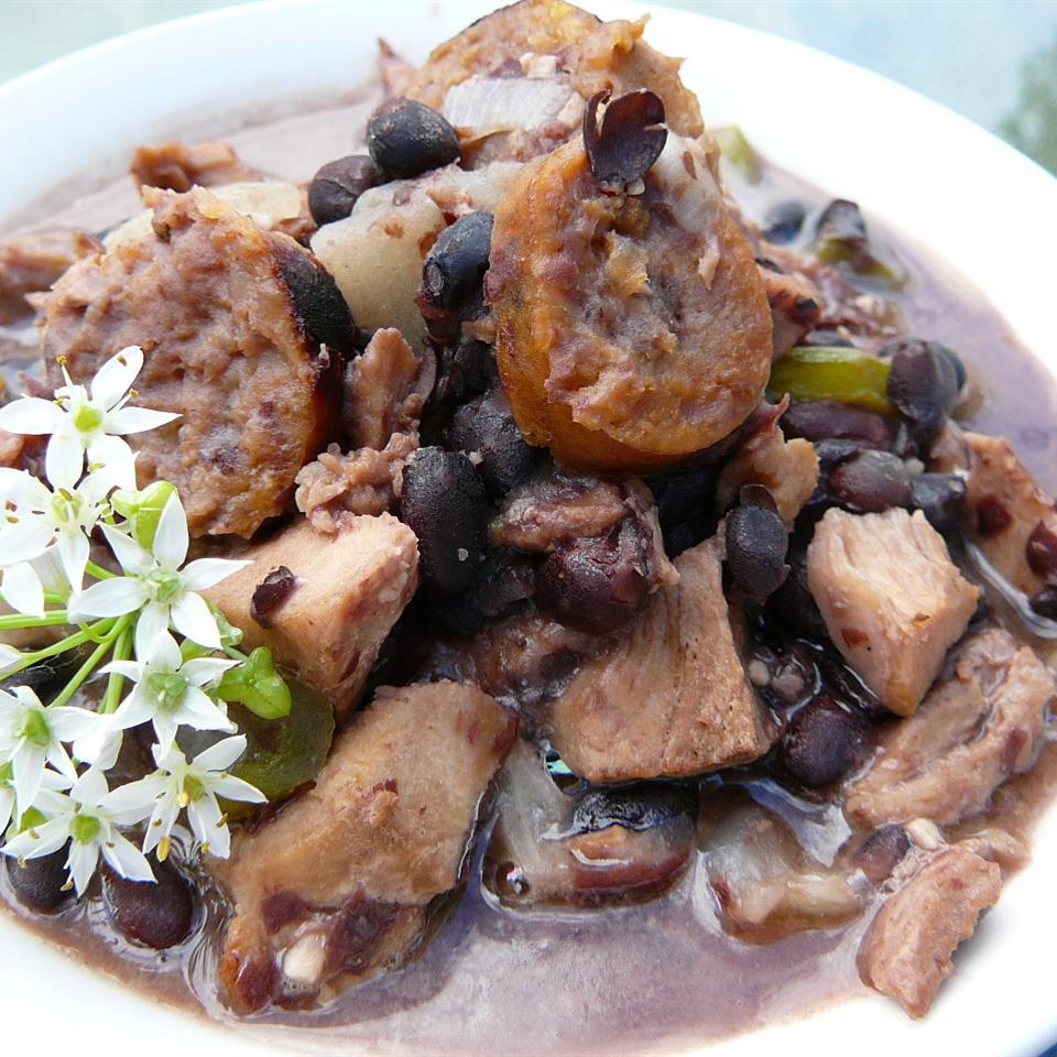 Χοιρινό στιφάδο με μαύρα φασόλια