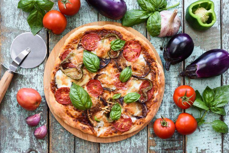 Πίτσα με αγκινάρες και φέτα